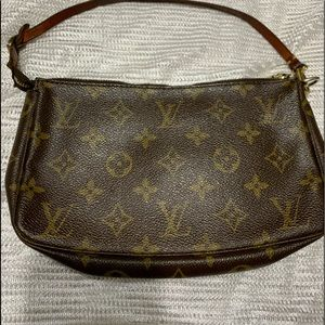 Authentic Louis Vuitton Pochette Monogram